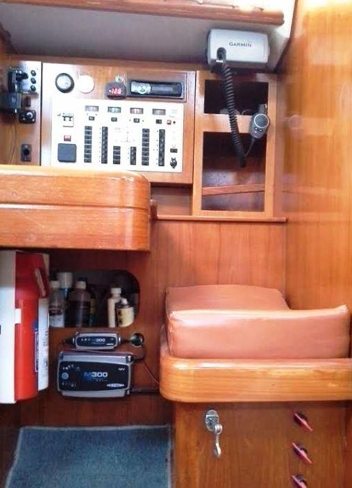 elan-38-navigational-table